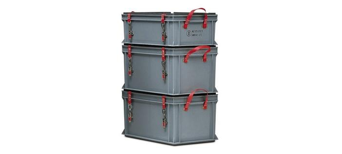 Transport container for hazardous materials