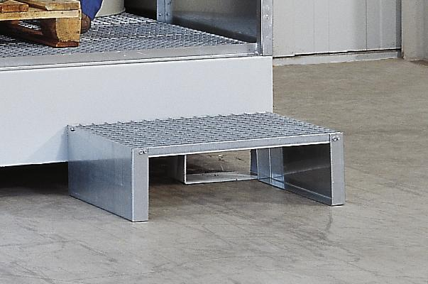 Step manufactured from galvanized stud plate