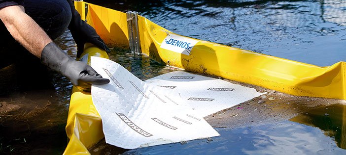 [Translate to en_IE:] When every second counts: Oil spills on the water